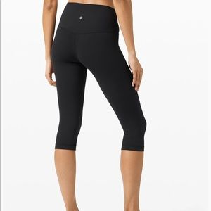 lululemon black knee length leggings!